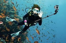 9.Poza Stick selfie subacvatic p1